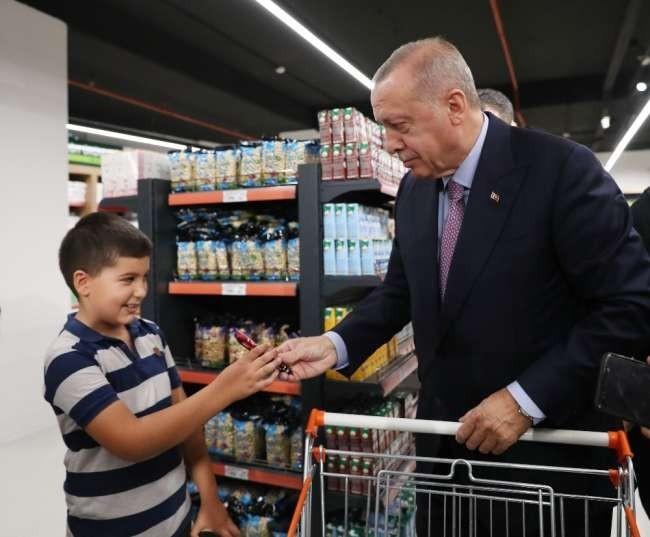 Cumhurbaşkanı Erdoğan, Tarım Kredi Kooperatif Marketten alışveriş yaptı